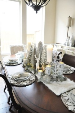 Stunning Gold Winter Decoration Ideas 34