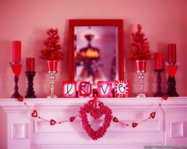 Totally Cool Valentine Mantel Decoration Ideas 19
