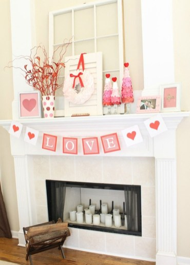 Totally Cool Valentine Mantel Decoration Ideas 38