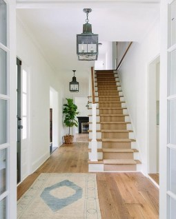 Adorable Farmhouse Entryway Decorating Ideas 12
