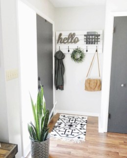 Adorable Farmhouse Entryway Decorating Ideas 23
