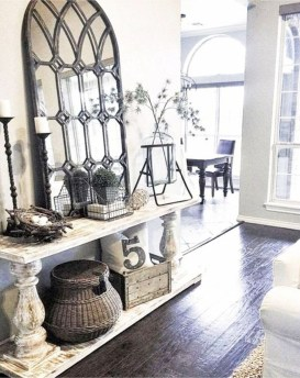 Adorable Farmhouse Entryway Decorating Ideas 35