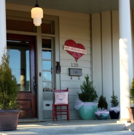 Festive Valentine Porch Decorating Ideas 02