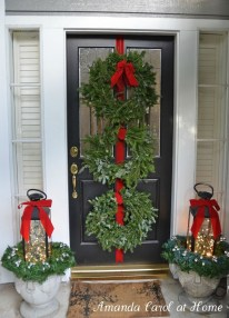 Festive Valentine Porch Decorating Ideas 22