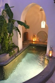 Adorable Small Indoor Swimming Pool Design Ideas 01