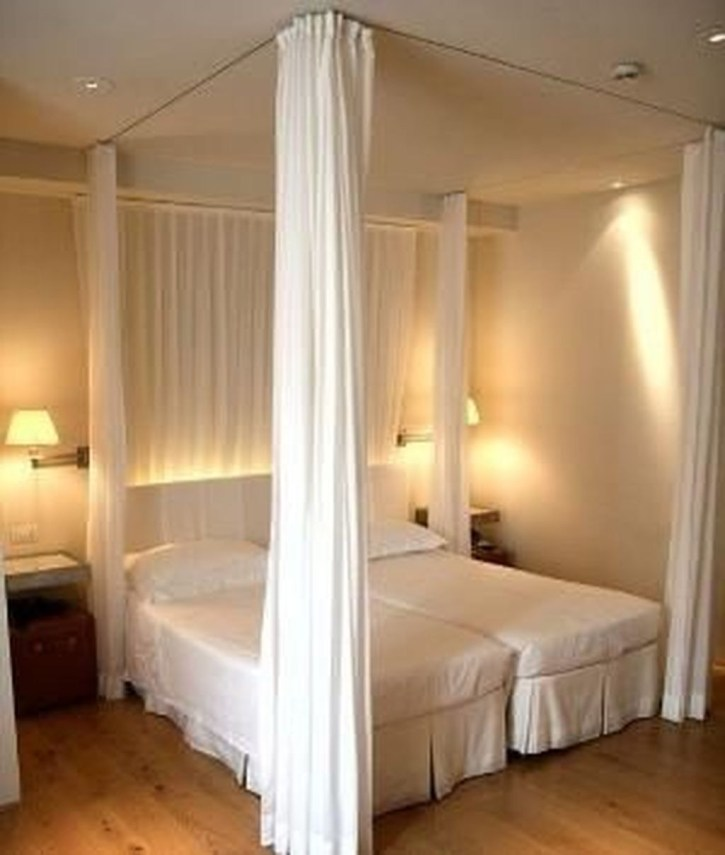 Awesome Canopy Bed With Sparkling Lights Decor Ideas 50