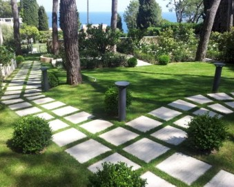 Stylish Stepping Stone Pathway Décor Ideas 23