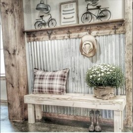 Stunning Farmhouse Entryway Decoration Ideas 21