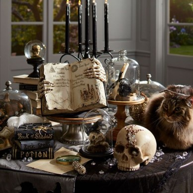 Stylish Console Table For Halloween Ideas 02