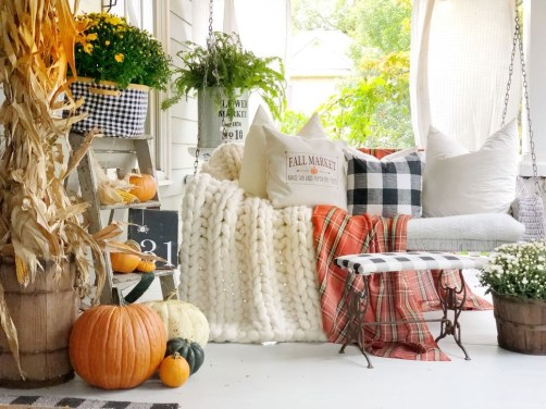 Lovely Christmas Porch Makeover Ideas19