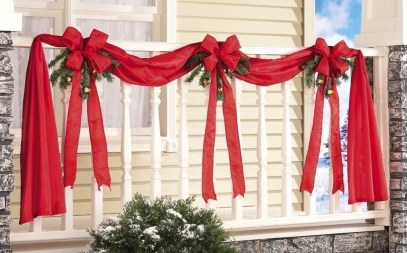 Lovely Christmas Porch Makeover Ideas34