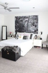 Stunning White Black Bedroom Decoration Ideas For Romantic Couples11