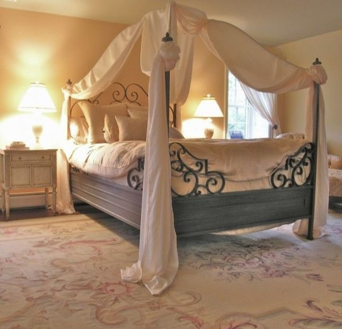 Stunning White Black Bedroom Decoration Ideas For Romantic Couples40