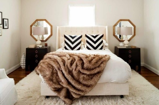Stunning White Black Bedroom Decoration Ideas For Romantic Couples44