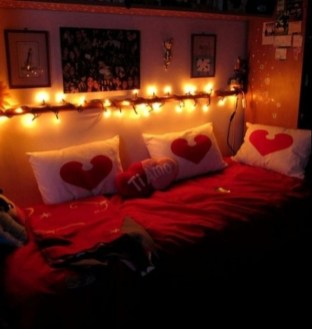 Cute Valentine Bedroom Decor Ideas For Couples03