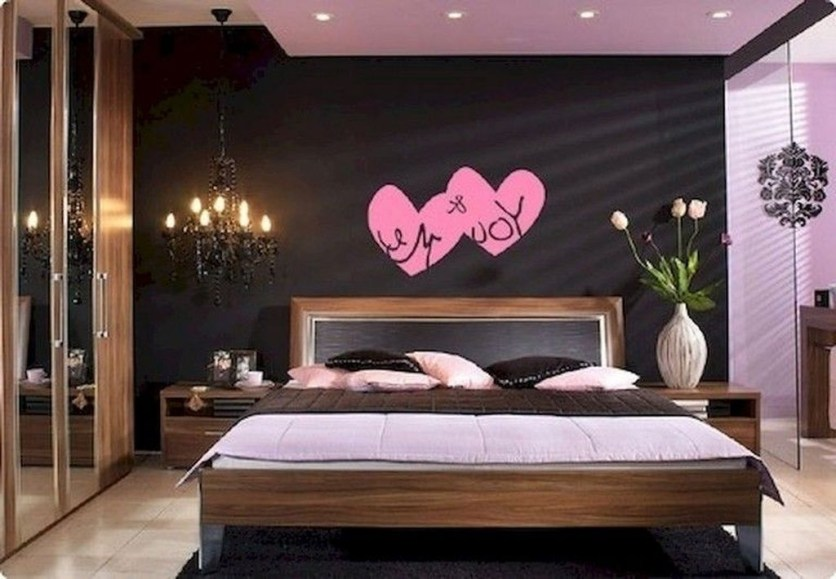 Cute Valentine Bedroom Decor Ideas For Couples33