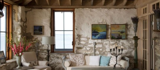 Amazing Living Rooms Design Ideas With Exposed Wooden Beams 01