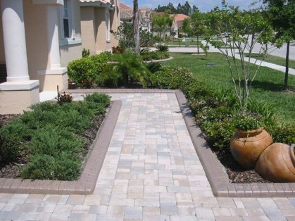 Relaxing Front Sidewalk Landscaping Ideas08