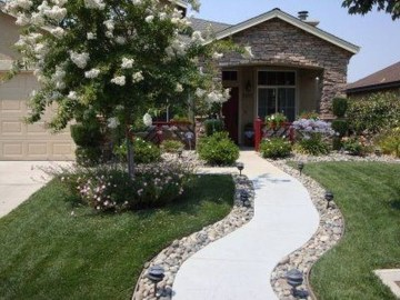 Relaxing Front Sidewalk Landscaping Ideas20