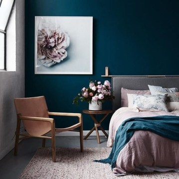 Delightful Bedroom Designs Ideas With Dark Wall That Breaks The Monotony 15