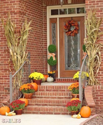 Extraordinary Fall Porch Ideas That Will Be Surely Comfortable 12