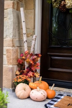 Extraordinary Fall Porch Ideas That Will Be Surely Comfortable 18