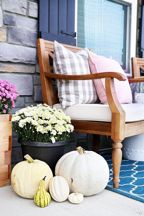 Extraordinary Fall Porch Ideas That Will Be Surely Comfortable 40