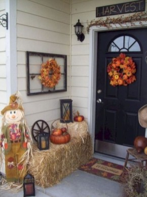 Extraordinary Fall Porch Ideas That Will Be Surely Comfortable 45