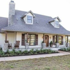 Fantastic Farmhouse Exterior Design Ideas That Looks Cool 21