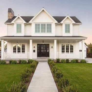 Fantastic Farmhouse Exterior Design Ideas That Looks Cool 38