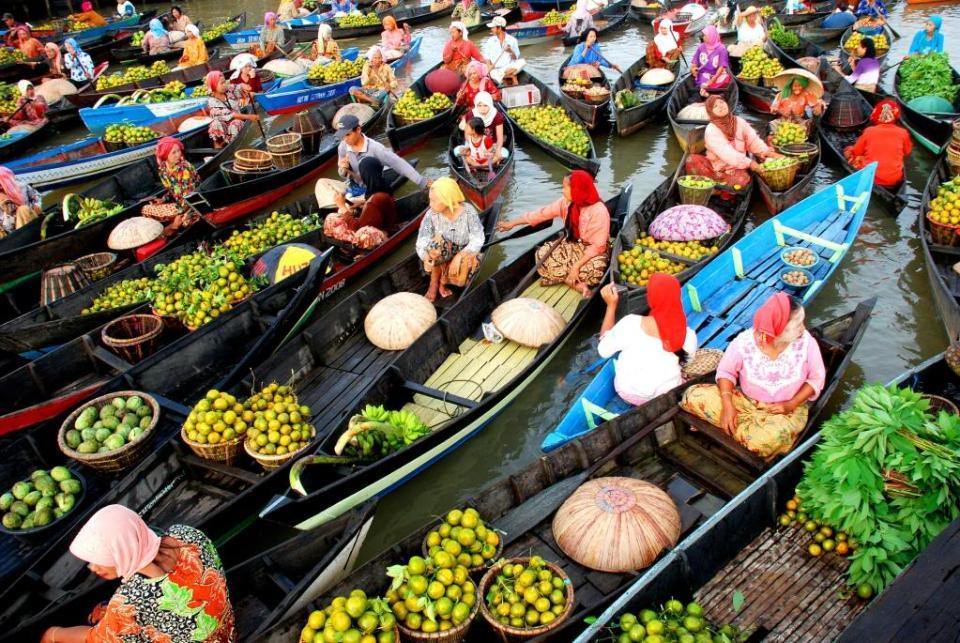 Pasar Terapung (Floating Market) - Banjarmasin