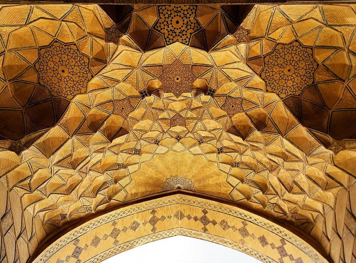 The Hypnotizing Beauty Of Iranian Mosque Ceilings 18
