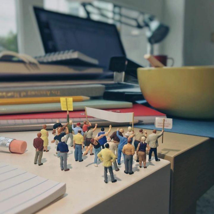 Derrick Lin Turn His Office Life With Miniature Figures 22