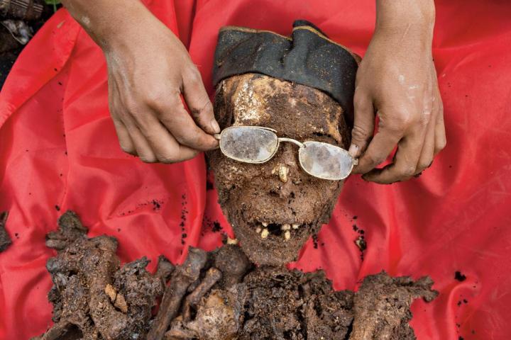 torajan-funeral-ceremony-corpse-9