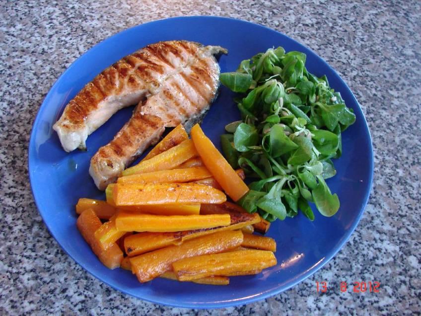 Losos na grillu s karameliziranom mrkvom