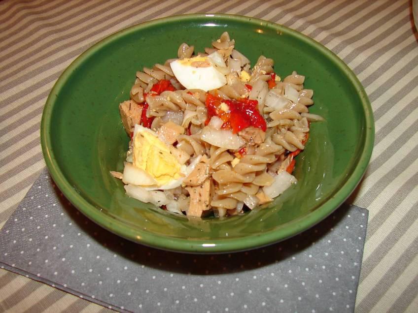 Salata od tune i integralne tjestenine - gotovo jelo