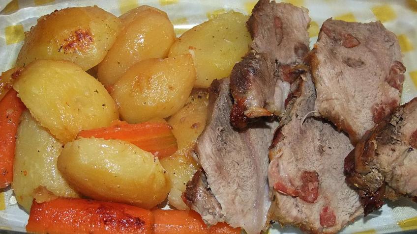 Svinjska lopatica špikana samoborskom češnjovkom - gotovo jelo