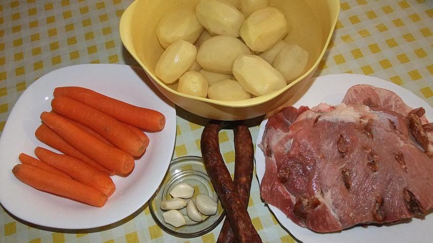 Svinjska lopatica špikana samoborskom češnjovkom - sastojci