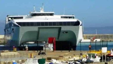 Photo of السلطات الإسبانية بميناء طريفة تحجز على باخرة مغربية وهذا هو السبب!!