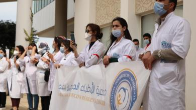 Photo of الأطباء المقيمون بطنجة ينظمون وقفة احتجاجية ويهددون بالتصعيد