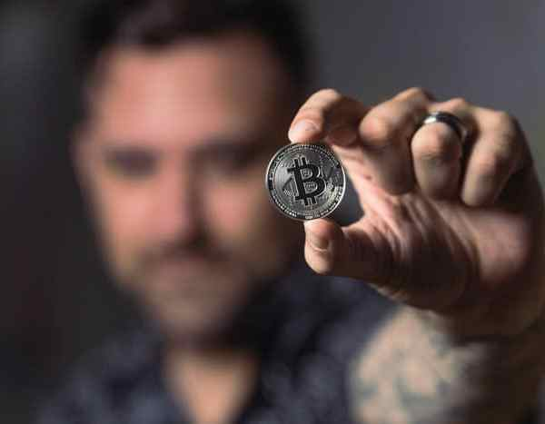 How Exactly Does Bitcoin Solve the Problems Linked with The Centralized Currencies?