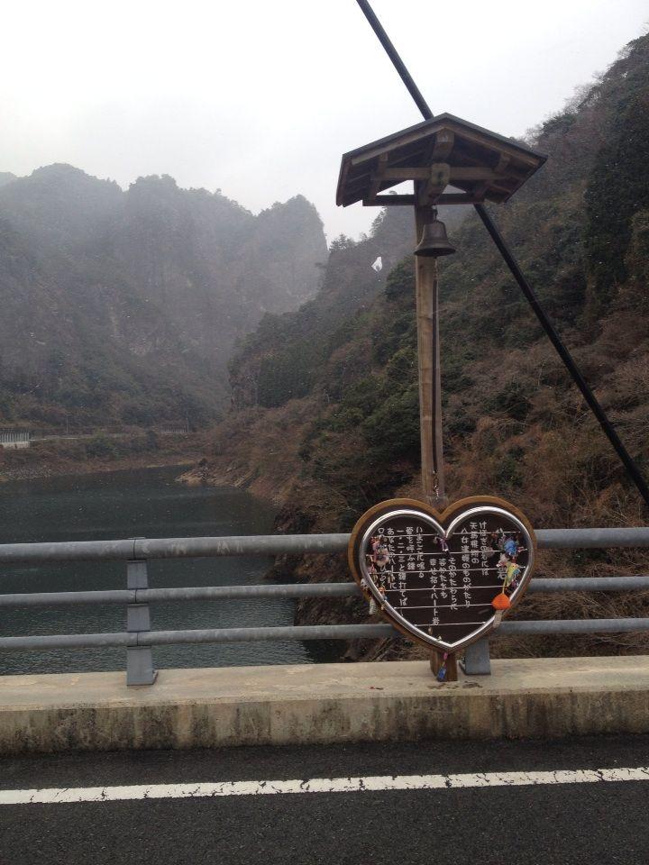 日向神ダム-山の中に巨大なハート!恋愛成就の「ハート岩」【八女】