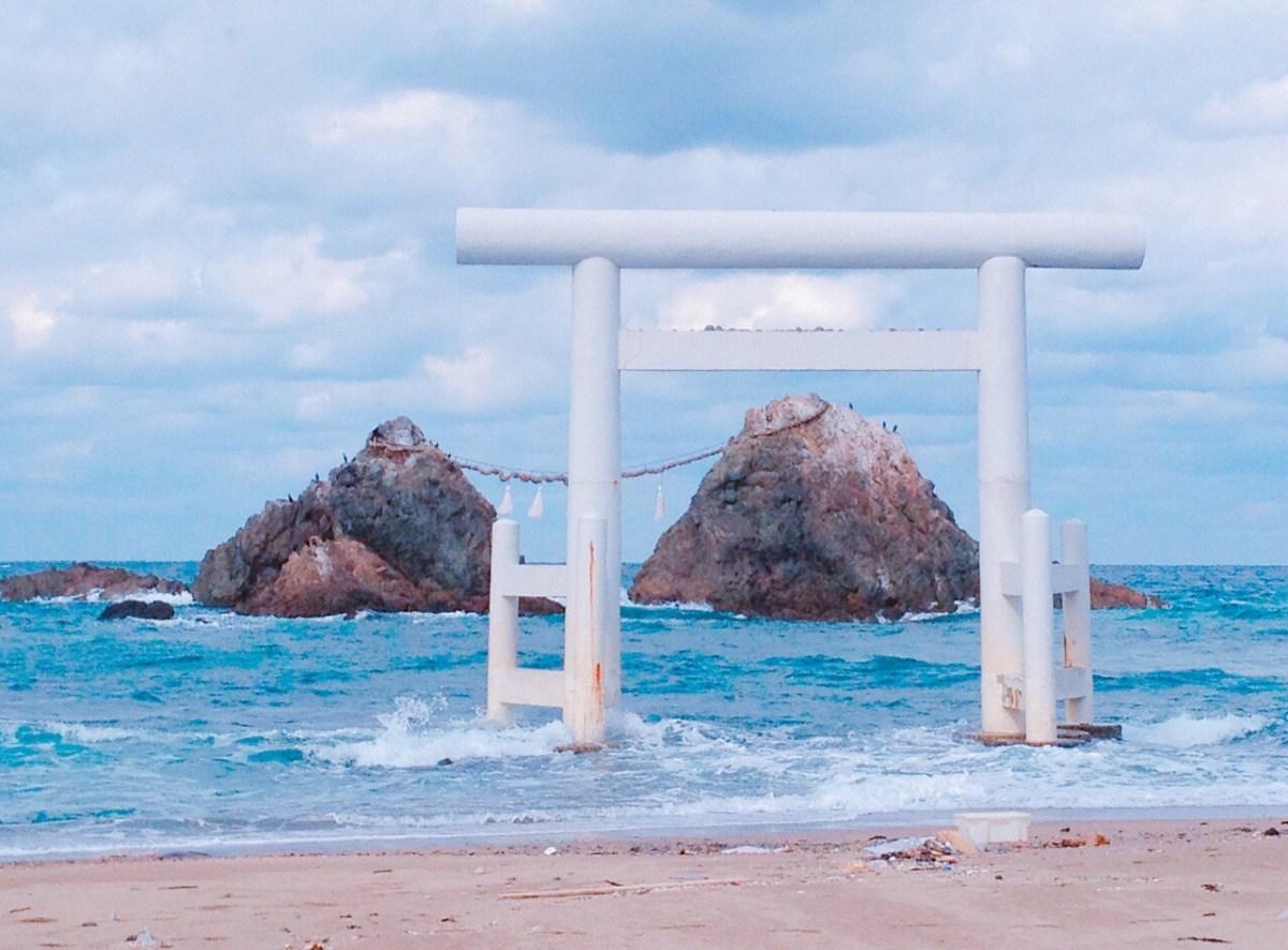 【糸島】海に浮かぶパワースポット!二見ヶ浦の「夫婦岩」