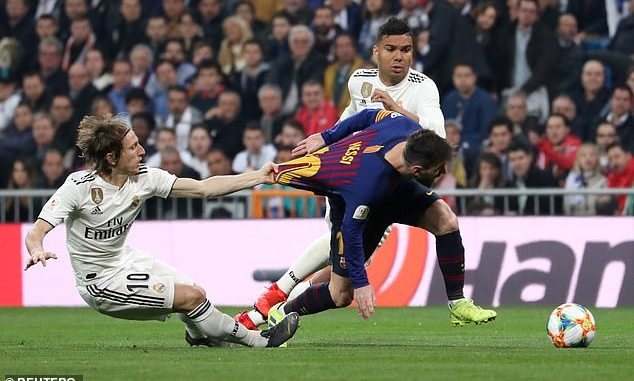 a59b95e894e Barcelona troll Modric by posting picture of Madrid star clinging on to  Messi