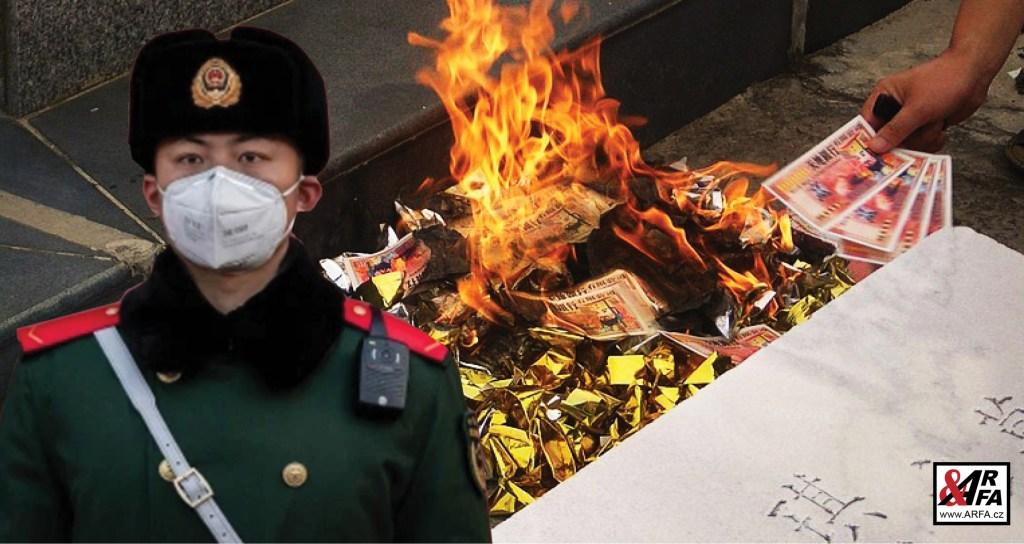 Čína varuje: Smrtelný koronavirus se přenáší na bankovkách! Země zahájila spalování hotovosti z Wuhanu a dalších míst. Miliardy v plamenech.