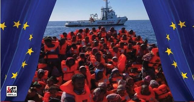 """""""Alláh je velký a my jsme z Lybie!"""" Italské ostrovy praskají ve švech pod náporem migrantů. VIDEO. Rekordní počty lodí a člunů s mladými muži v plné síle.  Neziskovky  jedou pašeráctví lidí na plné pecky. Potlesk z Bruselu"""