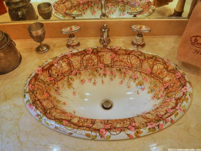 Designer sink with flowers