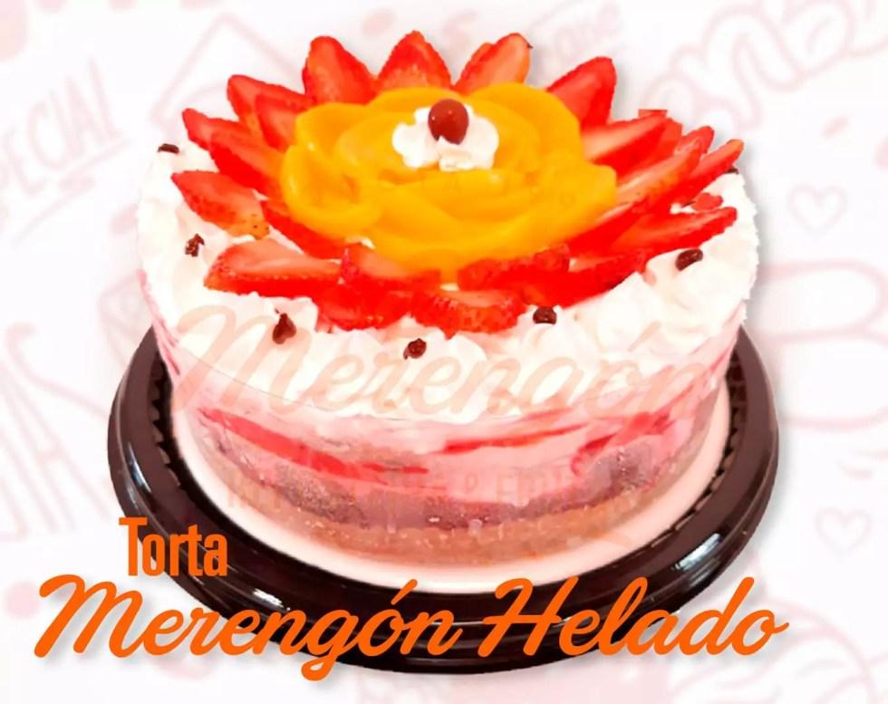 Torta merengón helado con fresa y melocotón. El Merengón, Bogotá.