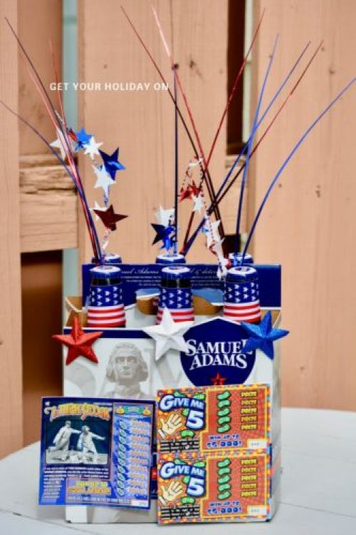 Simple and easy ways to decorate your favorite drink. This patriotic beer presentation is a fun addition to a BBQ. It is also a great gift idea to share with a family member or friend. This six pack proudly displays our American Flag and of course the beer is made in the USA. :)