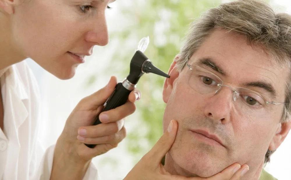 Ud af smerte i ørepine
